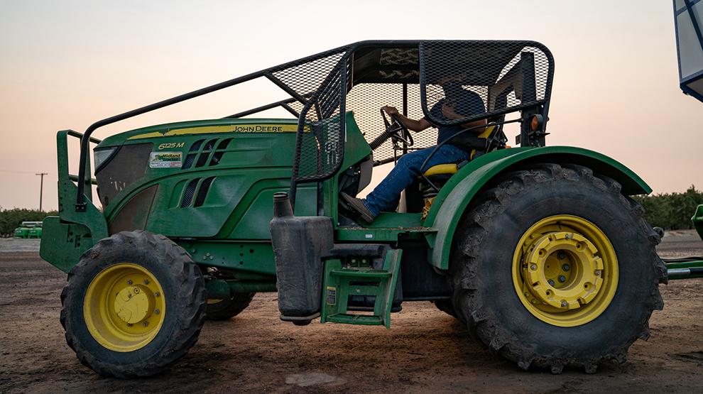 Bavarro_harvest_tractor.jpg
